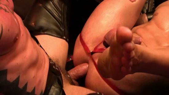 Matthias' bare cock slides into Italo's smooth ass