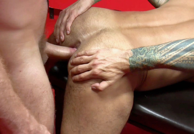 bttm spreading open smooth hole while being penetrated