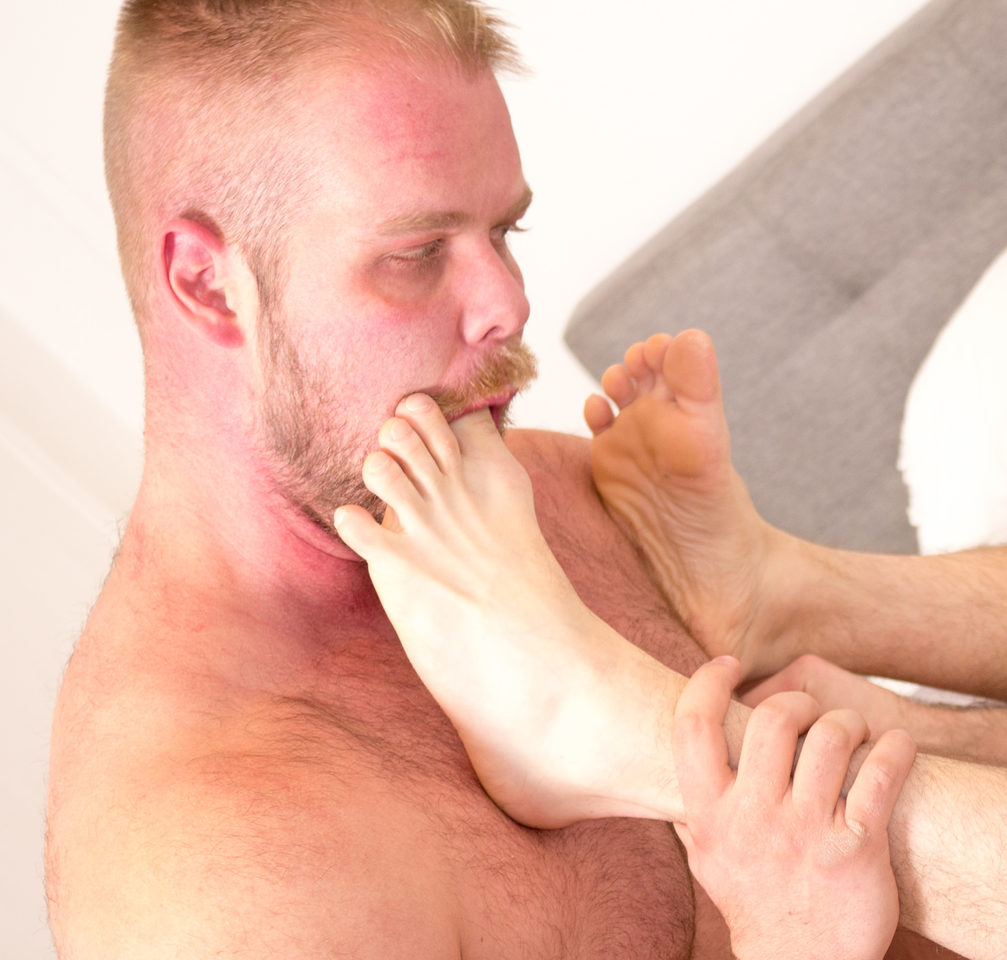 Bryan Knight – foot fetish