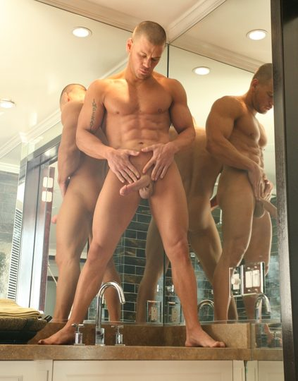 Hung bodybuilder with thick cut cock