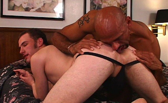 Cute jock gets his tight hole eaten by raw Black top