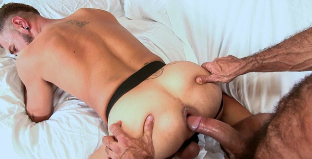 Super cock of Lito Cruz gives Alessandro's ass a monster gape